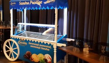 Передвижной стенд мороженного